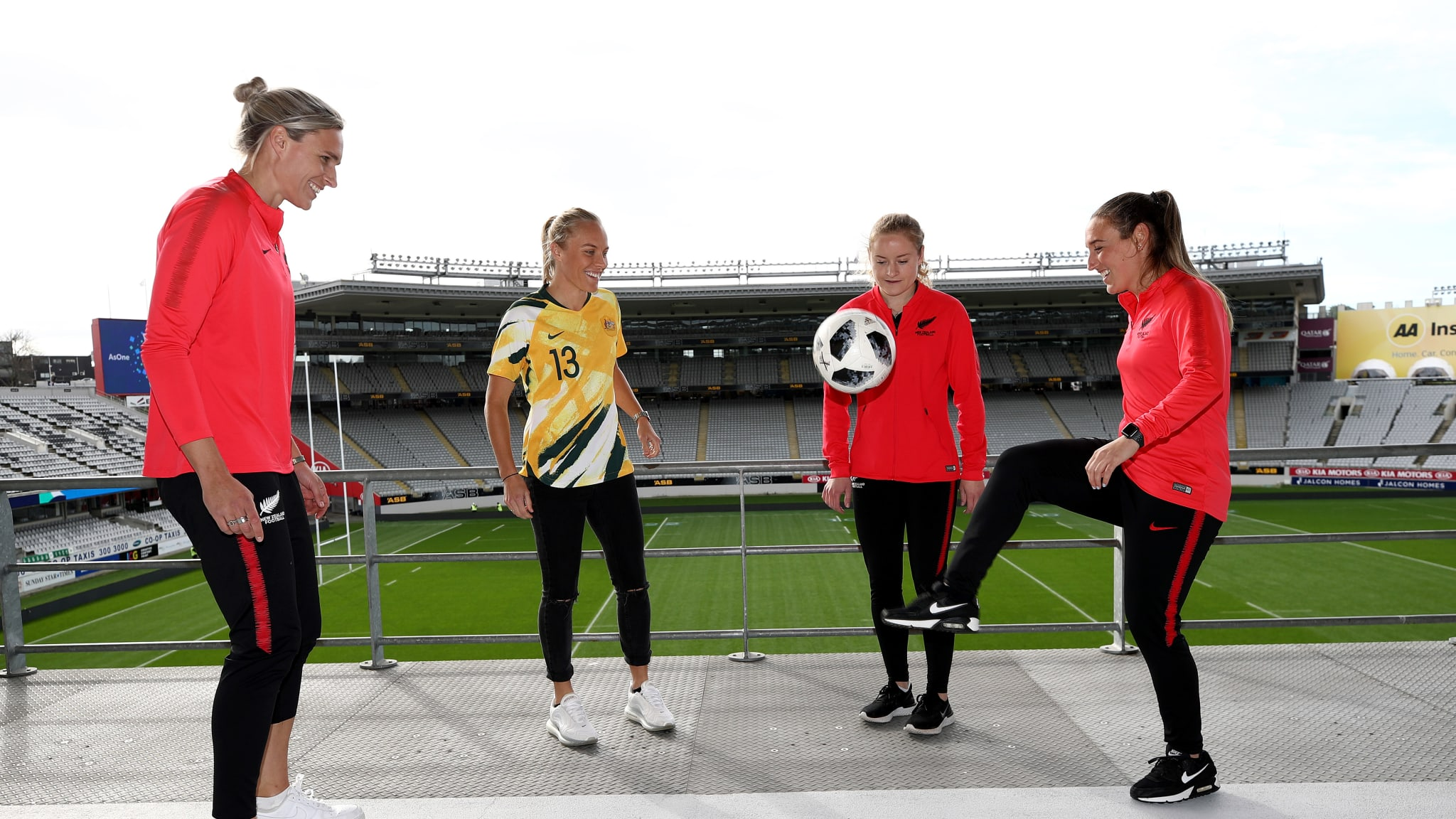 Hannah Wilkinson, Tameka Yallop, Paige Satchell and Annalie Longo do keepy-ups
