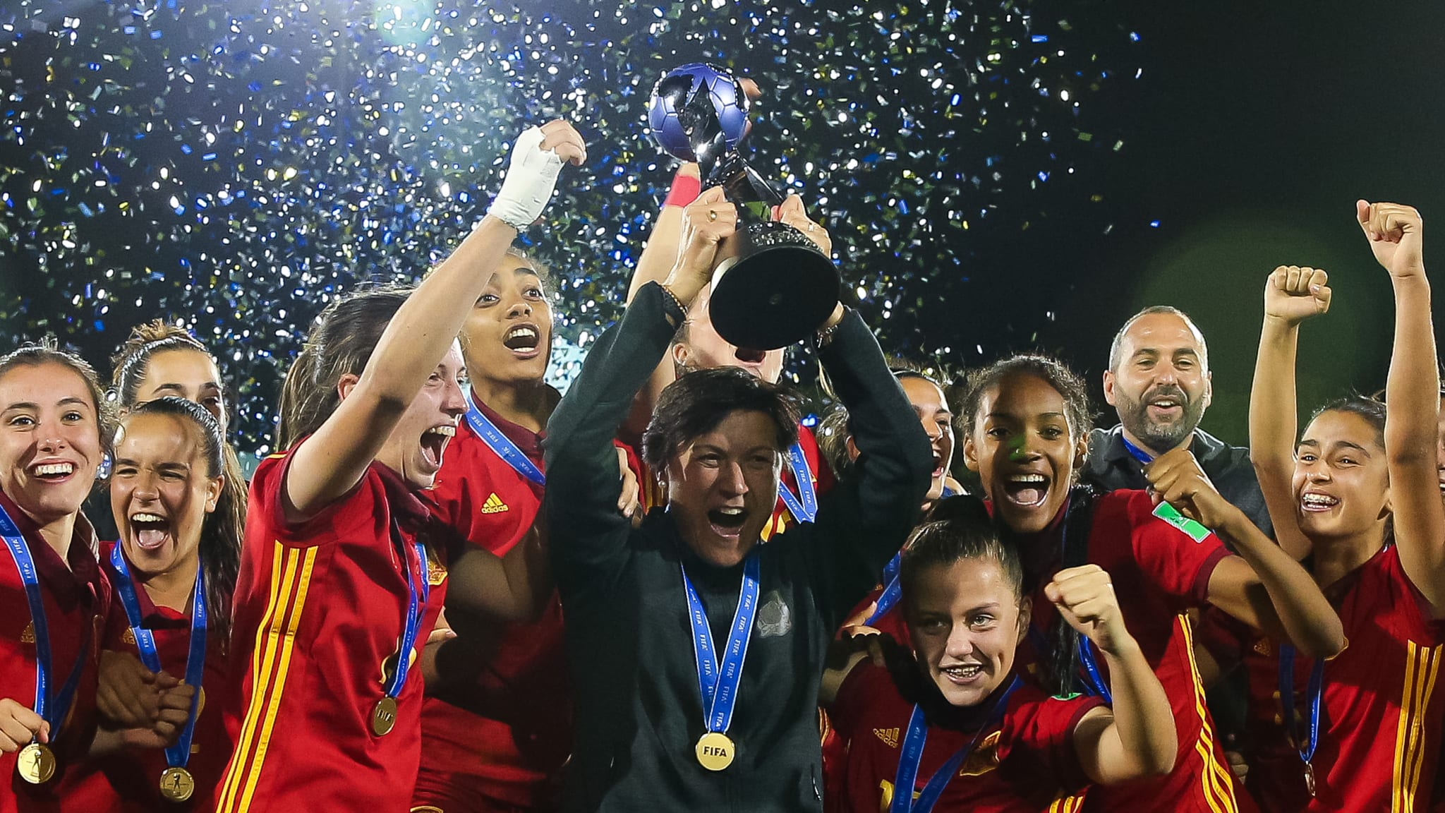 Head coach of Spain Toña Is and her players celebrate with the trophy
