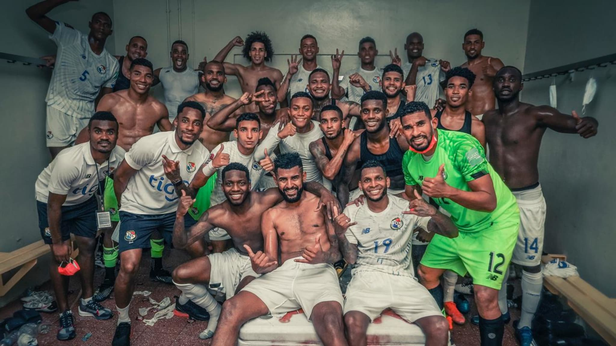Panama players celebrate after advancing to the final phase of the Concacaf Qualifier for Qatar 2022 (Photo: @Fepafut)