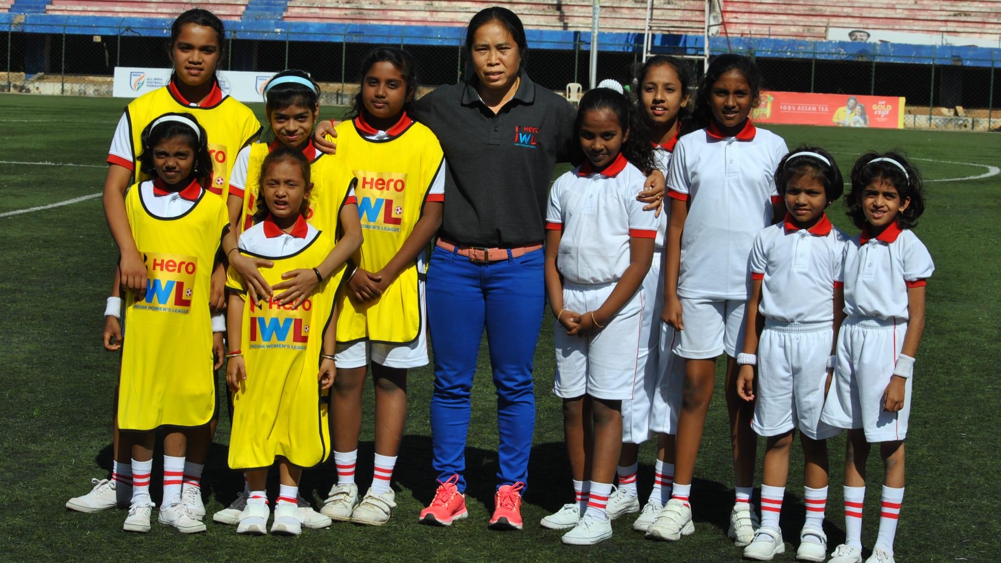 Oinam Bembem Devi trainiert Kinder in Indien