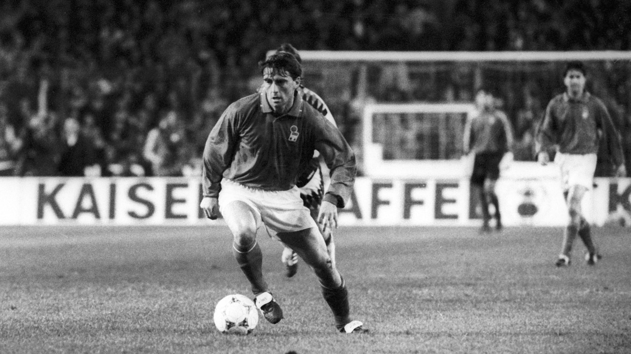 Roberto Mancini in action for Italy in 1994.