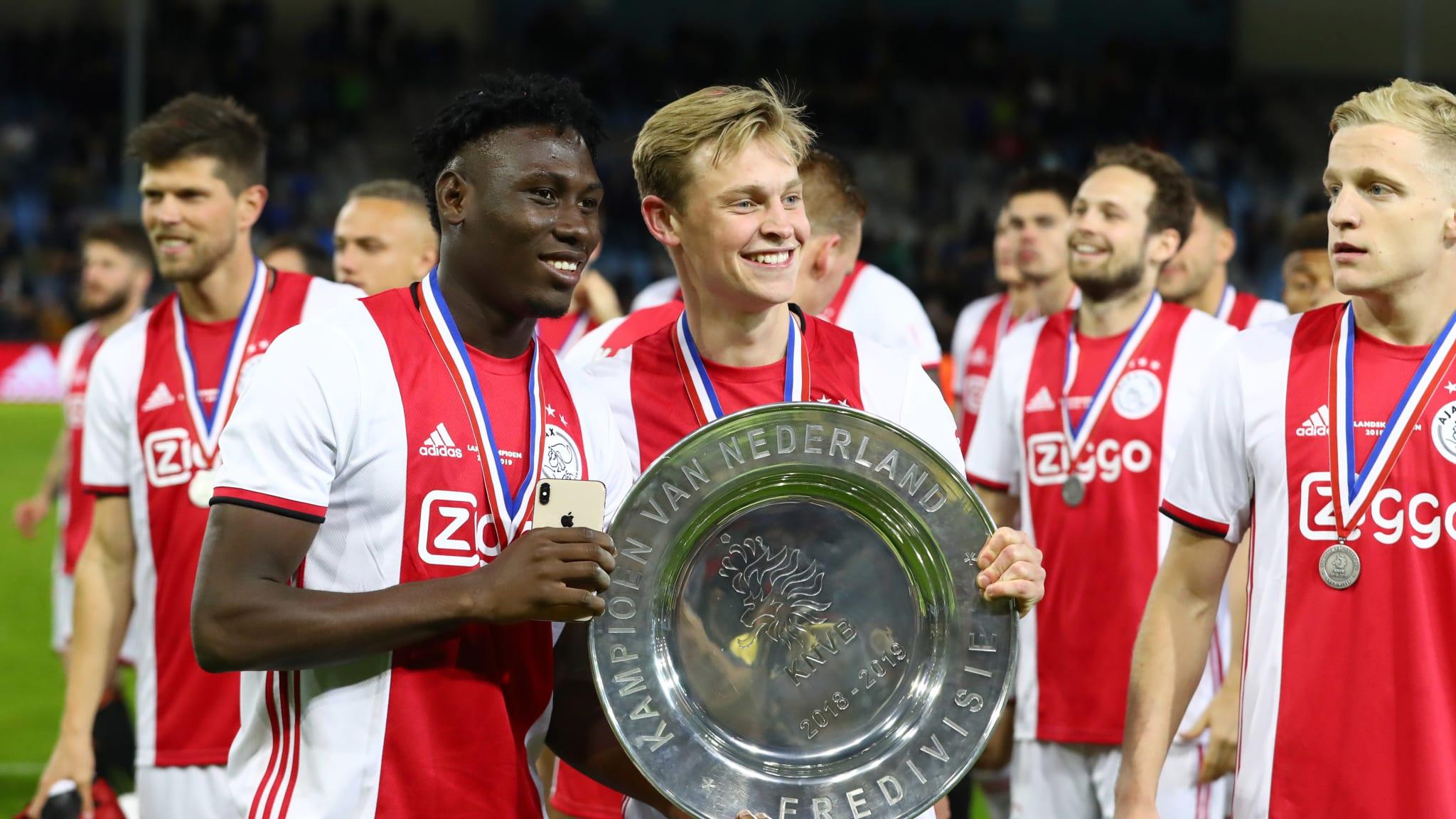 Lassina Traore of Ajax and Frenkie de Jong of Ajax celebrate